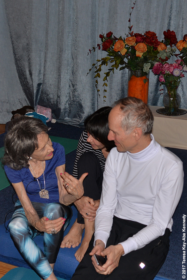 98-year-old yoga master Tao Porchon-Lynch teaching at Ananda Ashram in Monroe, NY - March 31, 2017