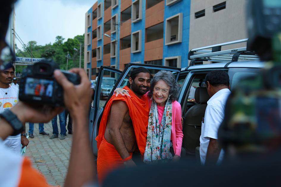 Shwaasa Guru and 98-year-old yoga master Tao Porchon-Lynch arriving at the 2017 Yoga Ratna Awards in Bangalore, India - June 20, 2017