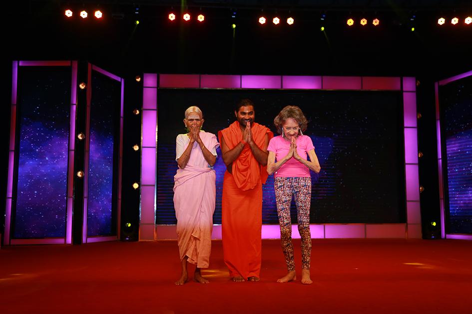 97-year-old Amma V. Nanammal, Shwaasa Guru and 98-year-old Tao Porchon-Lynch at Yoga Ratna Awards in Bangalore, India - June 20, 2017