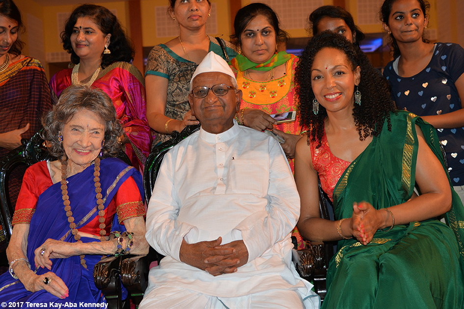 98-year-old yoga master Tao Porchon-Lynch, Anna Hazare and Teresa Kay-Aba Kennedy in Bangalore, India - June 20, 2017