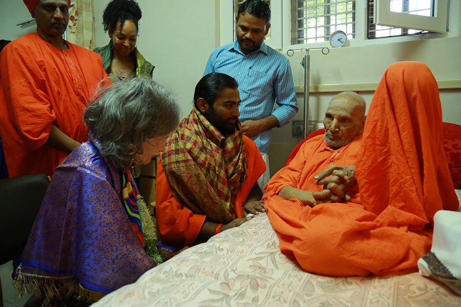 98-year-old yoga master Tao Porchon-Lynch, Shwaasa Guru, Teresa Kay-Aba Kennedy with 110-year-oldShivakumara Swami at theSree Siddaganga Matha in Karnataka, India - June 23, 2017