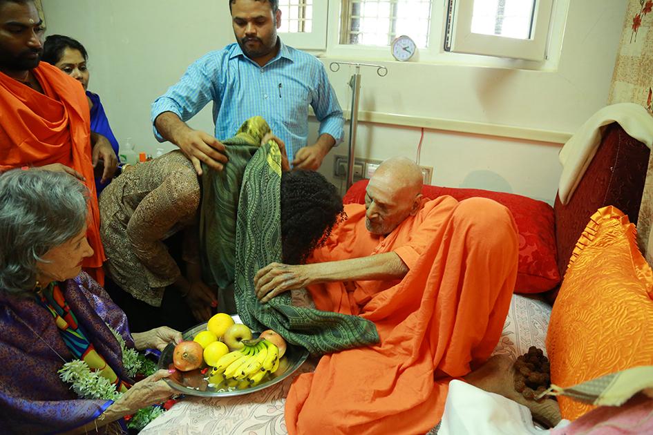 110-year-oldShivakumara Swami blessing Teresa Kay-Aba Kennedy with 98-year-old yoga master Tao Porchon-Lynch and Shwaasa Guru looking on at theSree Siddaganga Matha in Karnataka, India - June 23, 2017