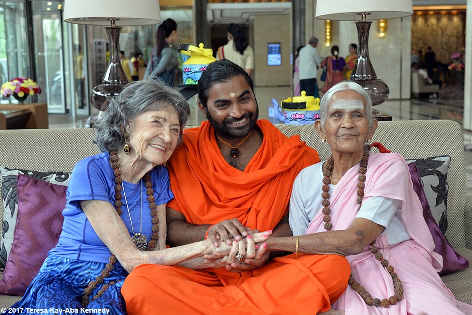 98-year-old yoga master Tao Porchon-Lynch, Shwaasa Guru and 97-year-old Nanammal in Bangalore, India - June 20, 2017