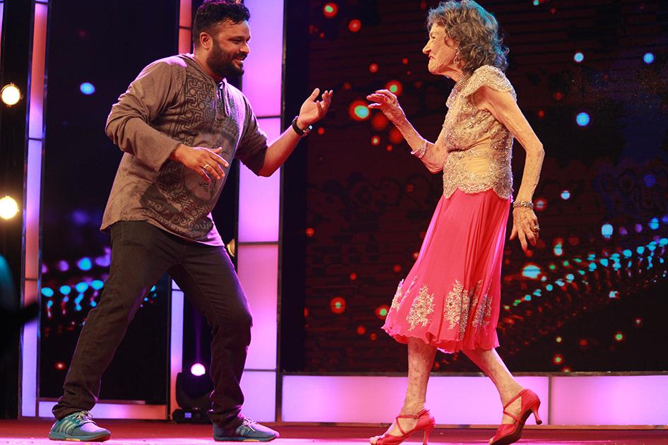 98-year-old Tao Porchon-Lynch dancing at Yoga Ratna Awards in Bangalore, India - June 20, 2017