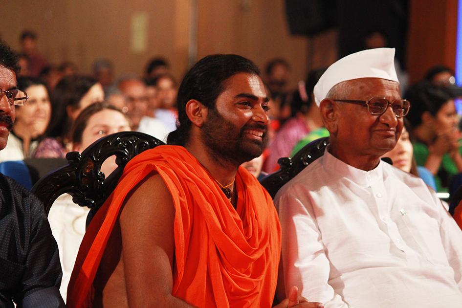 Shwaasa Guru and Anna Hazare watching 98-year-old Tao Porchon-Lynch dance at Yoga Ratna Awards in Bangalore, India - June 20, 2017