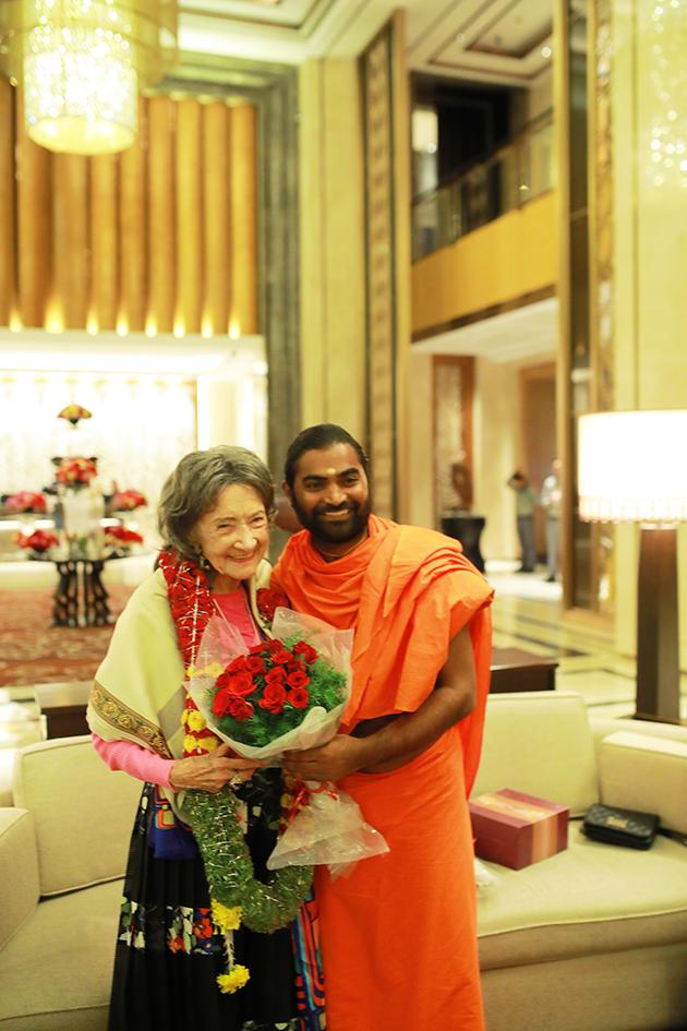 Greeting between 98-year-old yoga master Tao Porchon-Lynch and Shwaasa Guru at Shangri-La Hotel in Bangalore, India - June 18, 2017