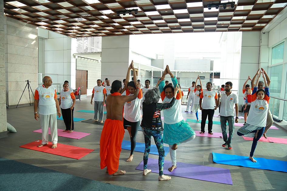 98-year-old yoga master Tao Porchon-Lynch teaching yoga with Teresa Kay-Aba Kennedy and Shwaasa Guru assisting in Bangalore, India - June 22, 2017